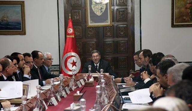 اجتماع-أوّل-مجلس-وزراء-برئاسة-الحبيب-الصيد-يوم-09-أفريل-2015-حول-الرسوم-على-العبور-بين-تونس-وليبيا-640x371