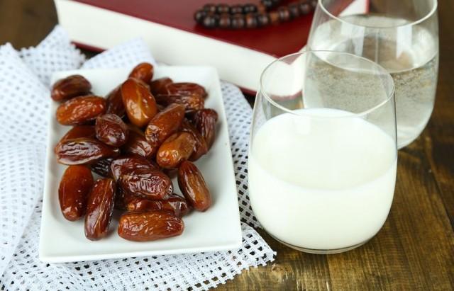 التمر-والحليب