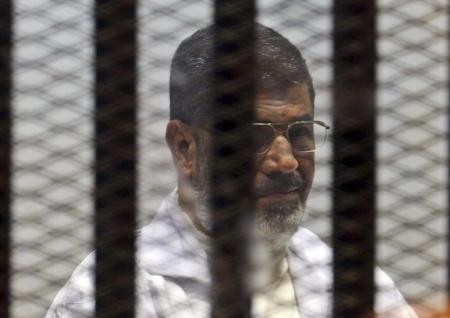 محكمة مصرية تقضي بإعدام مرسي وبديع في قضية اقتحام السجون