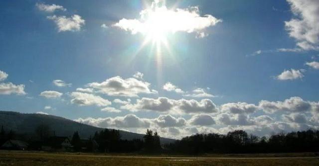سماء مغشاة بسحب عابرة