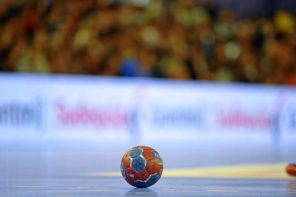 ballon-de-handball-avec-terrain