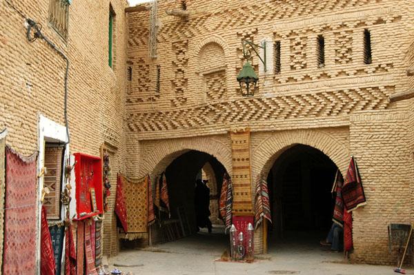 رواق المدينة في مدينة توزر القديمة فضاء لحفظ ذاكرة الجهة وتنشيط السياحة الثقافية