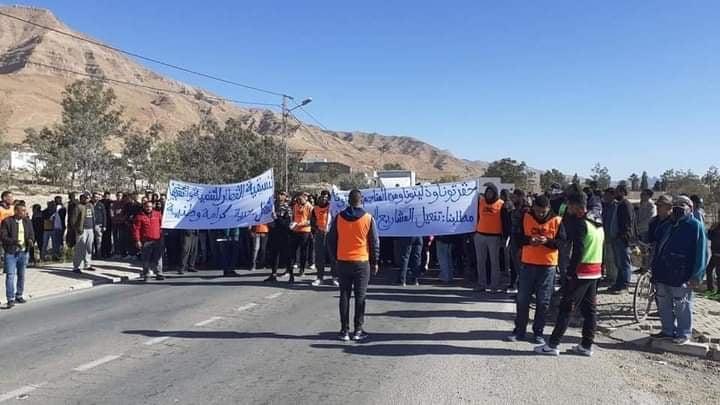 القطاراهالي مدينة القطار يطالبون في مسيرة سلمية بحقهم في التنمية و التشغيل62626